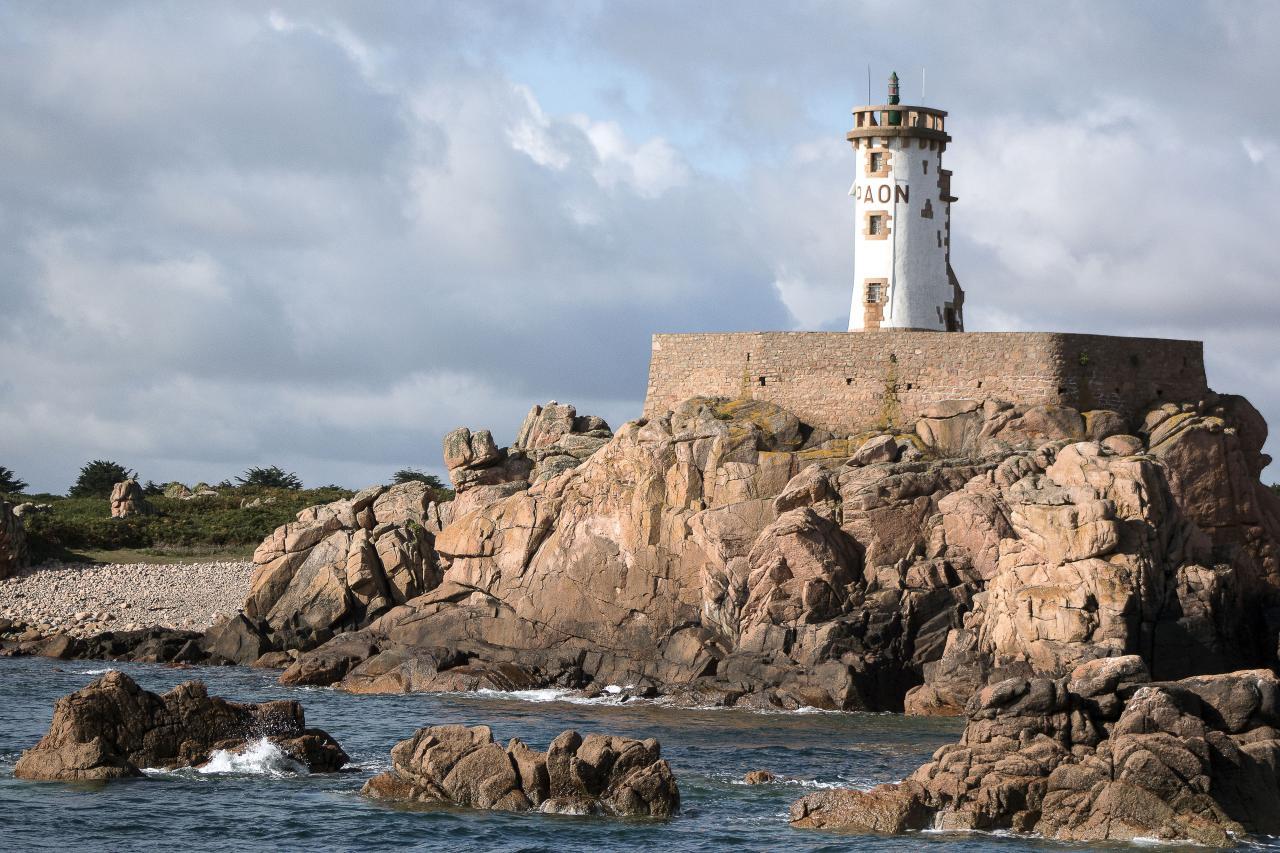 Ile de Bréhat, le phare du Paon